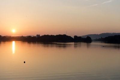 Nidau und Kanal, morgens vom See her