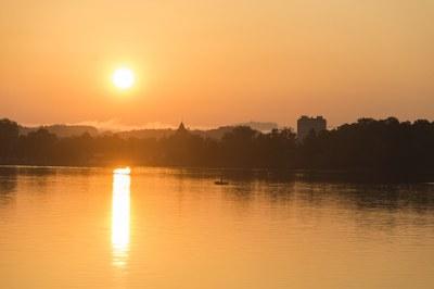 Nidau, morgens vom See her