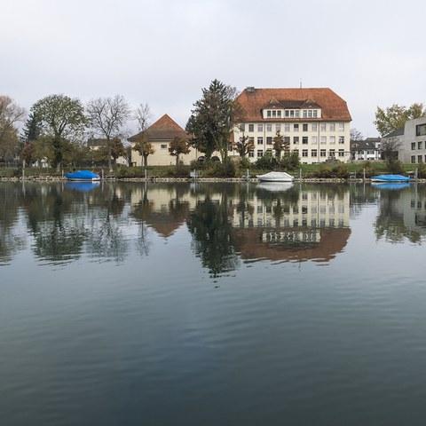 Balainen, Schulhaus vom Kanal. Vergrösserte Ansicht