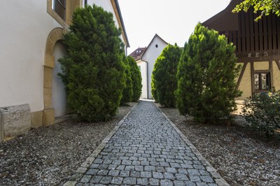 Zwischen Kirche und altem Spritzenhaus