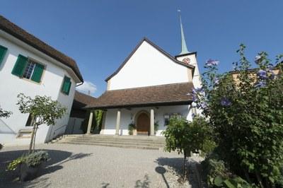 Kirche mit Hof