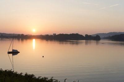 1 Nidau, morgens vom See mit Kanal