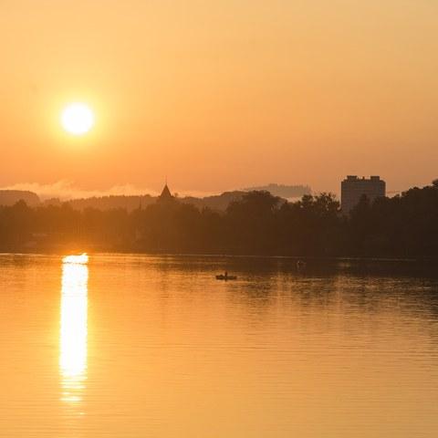 2 Nidau am Morgen, vom See aus. Vergrösserte Ansicht